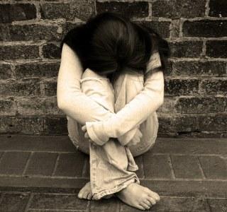 sad girl hide face whatsapp very sad dp